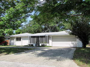 Spacious home with Circular driveway