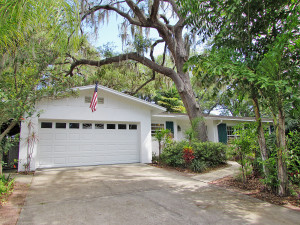 4BR/3BA/2Car Pool home on almost half acre